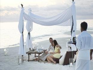 conrad resort maldives rangali island - private beach dinner
