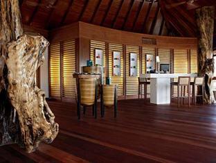 constance halaveli resort maldives - spa reception