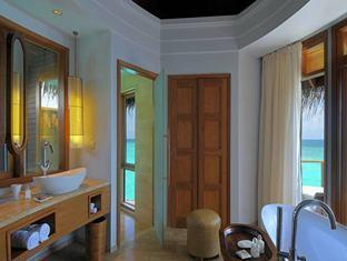constance halaveli resort maldives - water villa bathroom
