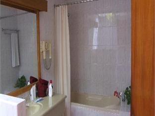 eriyadu island resort maldives - bathroom