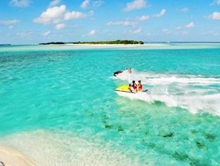 fun island resort maldives - jet skiing