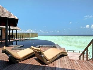 hilton maldives iru fushi resort maldives-2 bedroom aqua retreat sun deck