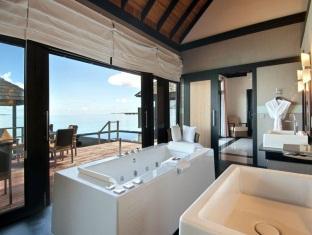 hilton maldives iru fushi resort maldives - infinity water villa bathroom