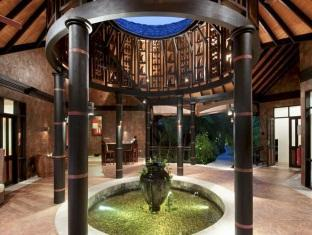 hilton maldives iru fushi resort maldives - spa reception