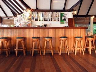 holiday island resort maldives - bar