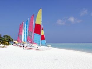 holiday island resort maldives - beach