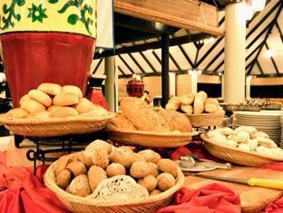 holiday island resort maldives - buffet
