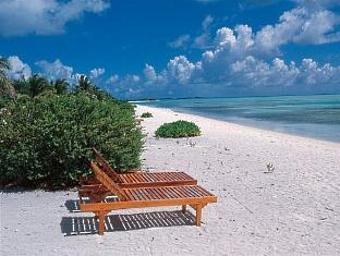 holiday island resort maldives - private beach