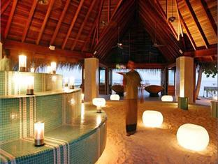 huvafenfushi resort maldives - pub lounge