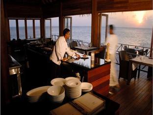 huvafenfushi resort maldives - restaurant