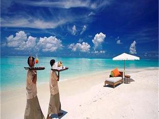 island hideaway atdhonakulhi resort maldives - beach