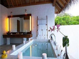 island hideaway atdhonakulhi resort maldives -j acuzzi
