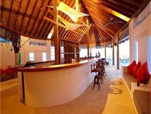 island hideaway atdhonakulhi resort maldives - pub lounge