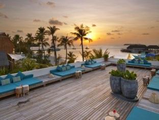 kandooma resort maldives - the deck