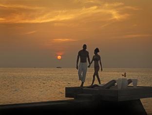 kandooma resort maldives - view at sunset