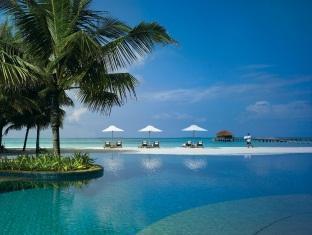 kanuhuraa resort maldives - swimming pool