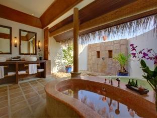 kanuhuraa resort maldives - watervilla bathroom