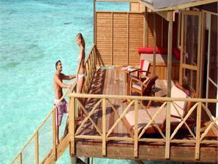komandoo island resort maldives - balcony terrace