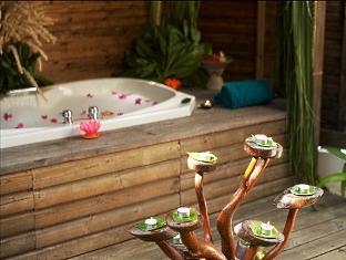 komandoo island resort maldives -j acuzzi beachvilla
