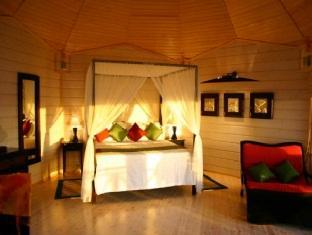 komandoo island resort maldives - jacuzzi watervilla bedroom