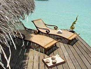 kuramathi island resort maldives - relaxing area
