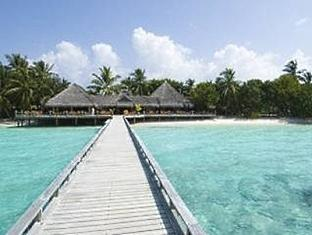 kuramathi island resort maldives - serenadejetty and jagunabar