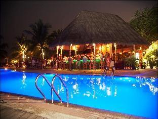 kuredu island resort maldives - swimming pool
