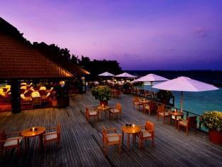 kurumba resort maldives alqasr - beach bar