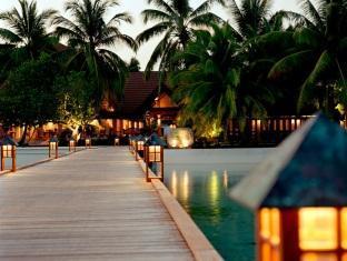 kurumba resort maldives alqasr - entrance