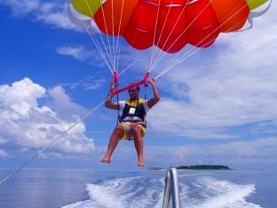 kurumba resort maldives alqasr - parasailing