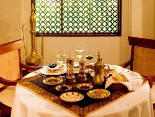 kurumba resort maldives alqasr - restaurant