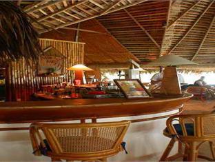 makunudu island resort maldives - pub lunge