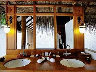 medhufushi island resort maldives - bath room