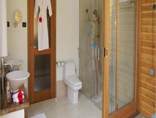 meeru island resort maldives - bathroom
