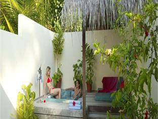 meeru island resort maldives - jacuzzi