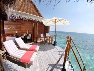 mirihi island resort maldives - balcony terrace