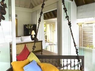 naladhu maldives resort - balcony terrace