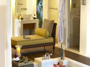 naladhu maldives resort - bathroom