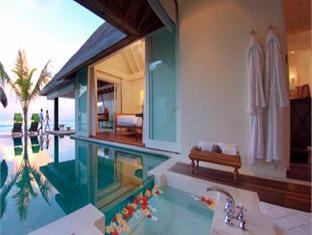 naladhu maldives resort - ocean house with pool