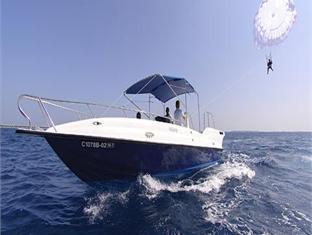 naladhu maldives resort - parasailing