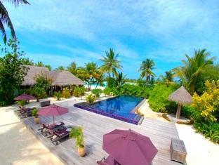 naladhu maldives resort - poolside