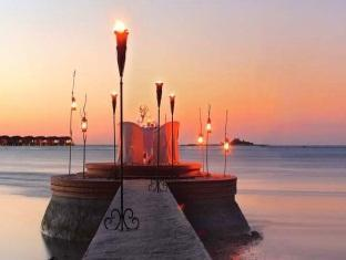 naladhu maldives resort - restaurant