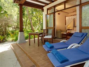 olhuveli beach spa resort maldives - deluxe room balcony