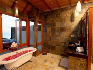 olhuveli beach spa resort maldives - honeymoon water suite bathroom