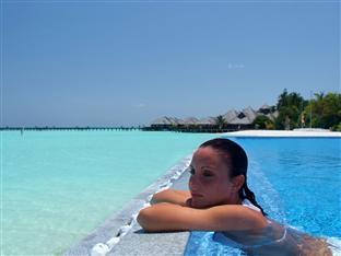 olhuveli beach spa resort maldives - infinity pool