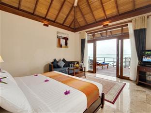 olhuveli beach spa resort maldives - jacuzzi water villa