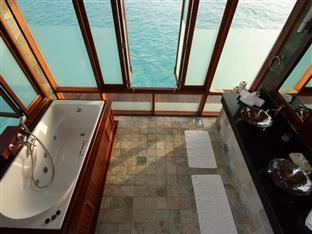 olhuveli beach spa resort maldives - presidential water suite bathroom