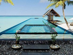 one only reethi rah resort maldives - infinity pool