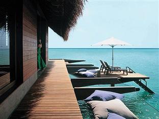 one only reethi rah resort maldives - water hammock