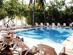 reethi beach resort maldives - outdoor swimmingpool